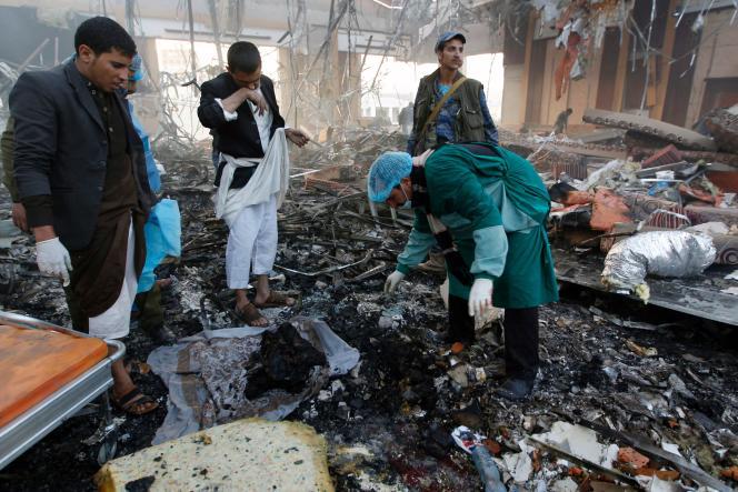 Après un bombardement à Sanaa au Yémen, le 8 octobre.