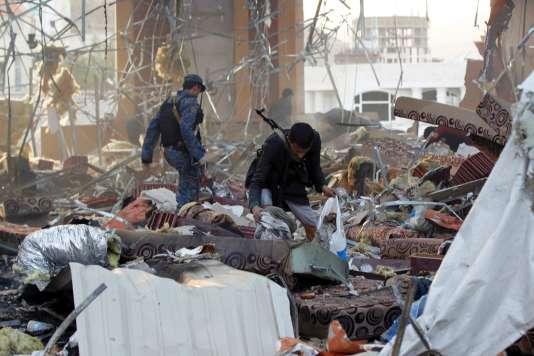 Après un raid aérien mené par la coalition dirigée par Riyad sur la capitale, Sanaa, le 8 octobre.