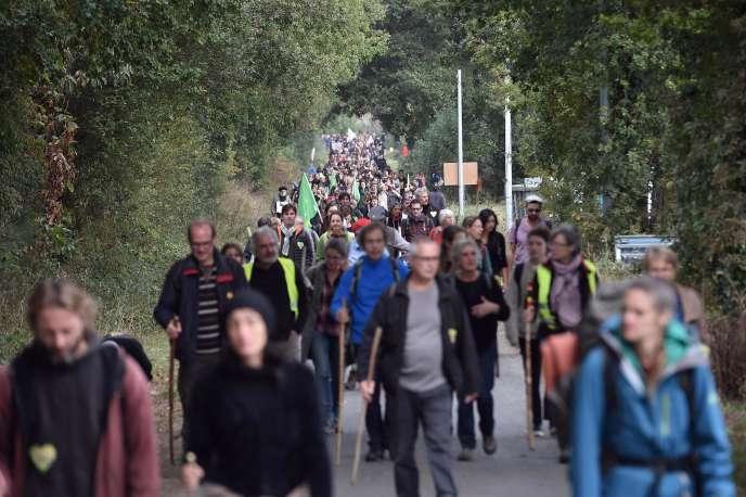 Entre 12 800 manifestants (selon la préfecture) et « plus de 40 000 » (selon les organisateurs) opposants au projet d'aéroport se sont donné rendez-vous samedi matin.