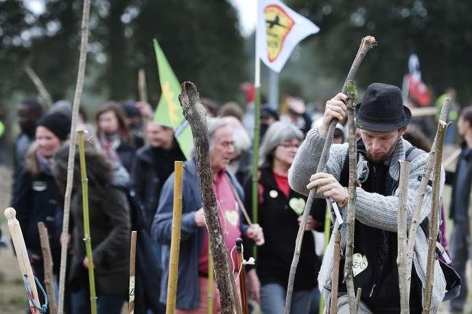 Manifestants contre l'aéroport de Notre-Dame-des-Landes (Loire-Atlantique), le 8octobre, dans la ZAD.