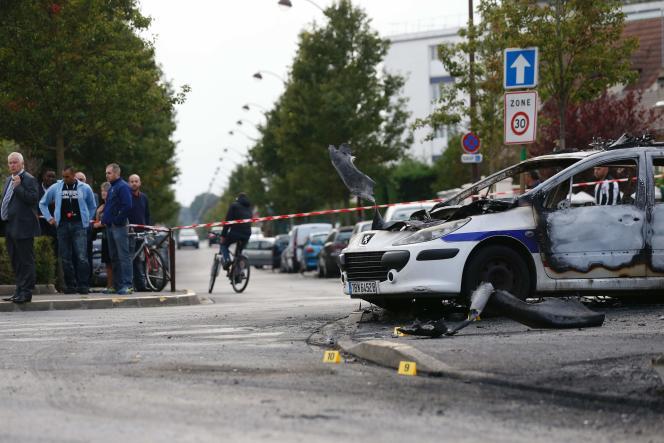 La voiture de police incendiée le 8 octobre à la Grande Borne.
