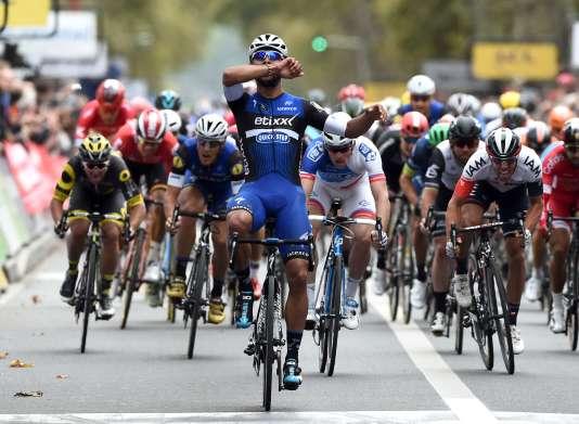 Fernando Gaviria franchit la ligne d'arrivée à Tours,le 9 octobre.
