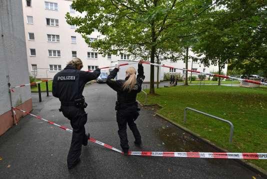 La police a sécurisé les abords de la résidence, située à Chemnitz, dans l'Est de l'Allemagne.