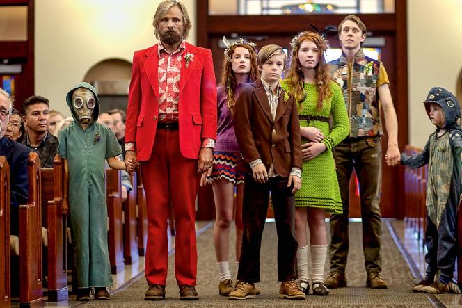Dans le film de Matt Ross, Ben (Viggo Mortensen) vit dans la forêt avec ses enfants qu'il éduque selon les idées du penseur Noam Chomsky. Jusqu'au jour où le retour à la civilisation est inéluctable…