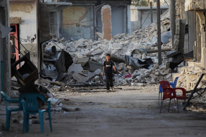 «Assad a-t-il dès lors gagné ? Il a gagné sa stabilisation et garanti sa survie. Seulement, Assad restera sur un trône branlant, potentat exsangue régnant sur un amas de ruines et sur une mer de sang» (Photo: dans un quartier tenu alors par la rébellion, le 9 octobre, à Alep).
