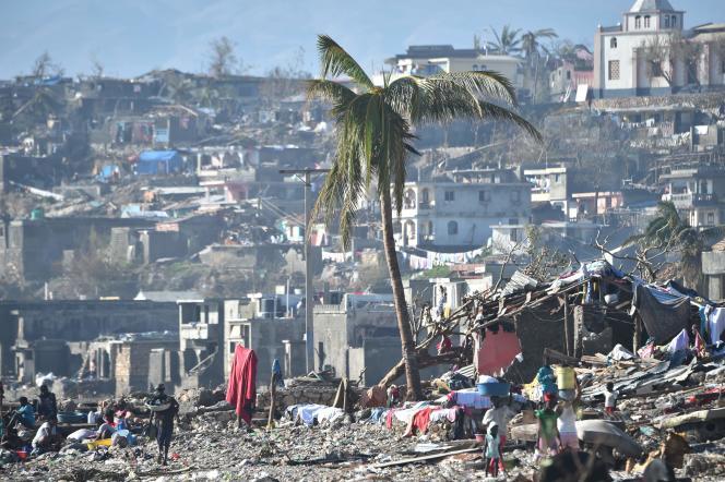 A Jérémie, dans le sud de l'île, où 80% des bâtiments ont été détruits, selon l'ONG Care.