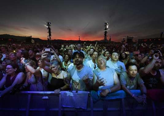 Des fans réagissent à la performance des Who, le 9 octobre.