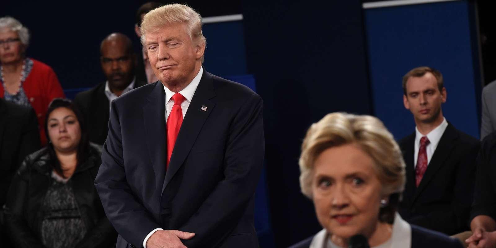 Donald Trump et Hillary Clinton (lors du second débat présidentiel à Saint Louis (Missouri) le 9 octobre.
