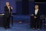 Le candidat républicain, Donald Trump, s'exprime face à sa rivale démocrate, Hillary Clinton, lors de leur deuxième débat présidentiel, à l'université Washington de Saint-Louis, dans le Missouri, le 9 octobre.