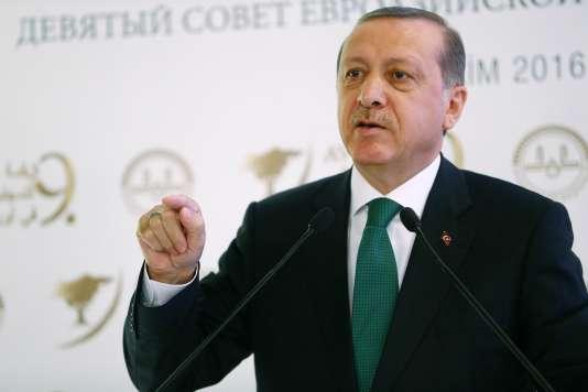 Le président tuc, Recep Tayyip Erdogan, au 9e congrès de l'Organisation islamiste eurasienne,à Istanbul, le 11 octobre.