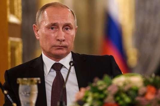 Le président russe Vladimir Poutine pendant une conférence de presse le 10 octobre à Istanbul.