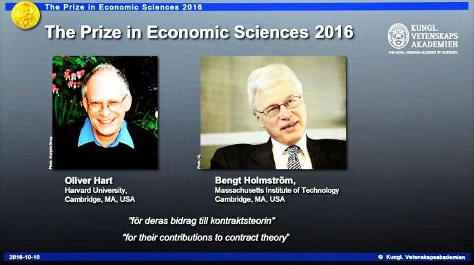 Le nom des lauréats du « prix d'économie de la Banque de Suède en hommage à Alfred Nobel » 2016 sont affichés sur les écrans de la salle de conférence de presse del'Académie royale des sciences, à Stockholm (Suède), le lundi 10 octobre.