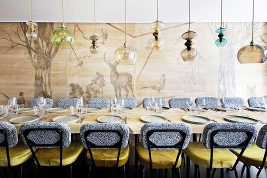 Les grandes tablées de la Table de Marie Jeanne, à Paris.