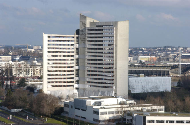 Phoro prise le 27 février 2005 avant la démolition du Tripode, bâtiment situé sur l'île de Nantes qui a abrité pendant 20 ans des services administratifs.