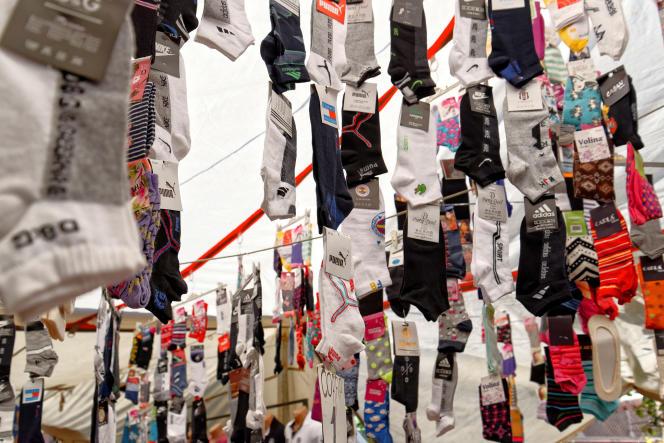 Les étudiants de première année doivent tous suivre un module de vente qui comporte une action commerciale notée: la vente de chaussettes et de linge de maison, en porte-à-porte.