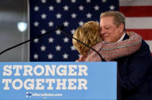 Retrouvailles ce 11 octobredans une université de Miami, en Floride, pourl'ancienne First Lady Hillary Clinton et l'ancien vice-président Al Gore (de 1993 à 2001). Ce meeting commun est sur le changement climatique, thème cher au candidat malheureux de l'élection présidentielle de 2000qui a depuis quitté la politique mais pas le combat écologique, qui lui a valu un prix Nobel de la paix en 2007.