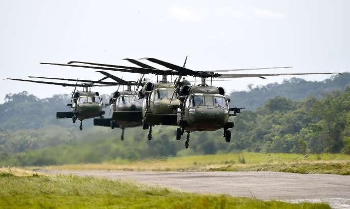 Des hélicoptères Black Hawk sur la base militaire de Barranco Minas, Guainia (Colombie), le 4 mai 2015.
