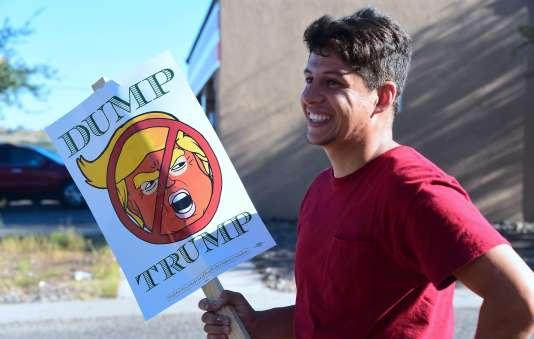 Le moment semble opportun pour la candidate démocrate: le quotidien conservateur de Phoenix, l'«Arizona Republic», a même apporté – pour la première fois de son histoire – son soutien à la candidate démocrate.