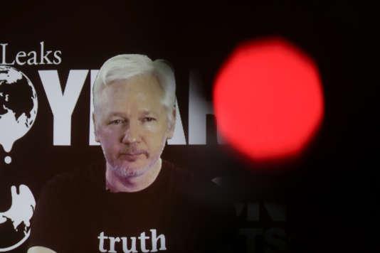 Julian Assange, le 4 octobre, lors d'une conférence de presse par visioconférence.
