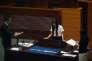 Nouvellement élue, la députée Yau Wai-ching, 25 ans, prend la parole au Conseil législatif hongkongais devant une bannière « Hongkong n'est pas la Chine », le 12 octobre.