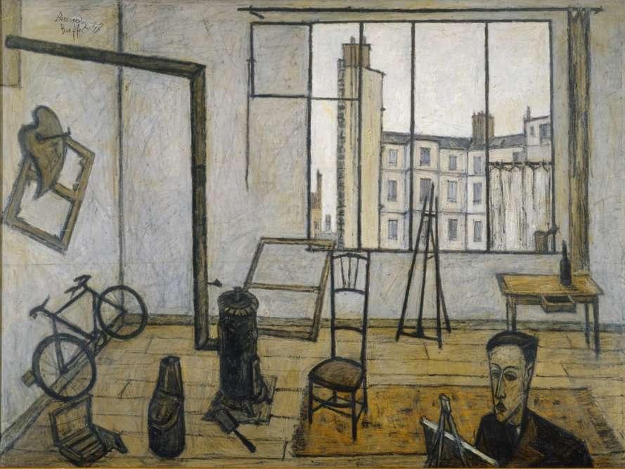 «Bernard Buffet a souvent utilisé le cadre de ses ateliers, réels ou réinventés, pour installer ses personnages et ses objets. Contrairement à l'usage, le peintre au premier plan se fait discret pour laisser la place à l'espace de la pièce où se déploient les objets quotidiens de l'après-guerre (poêle, seau à charbon, bicyclette. table de bois), l'attirail du peintre (palettes, châssis et chevalet) et surtout la grande verrière ouvrant sur le paysage parisien des Batignolles.»
