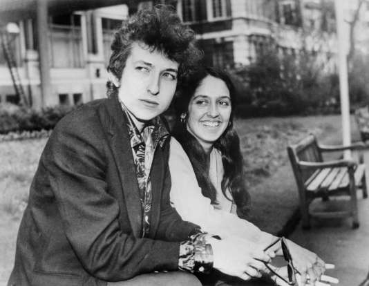 De «Song to Woody» (1961) à «It's All Good» (2009), Bob Dylan a écrit un bon demi-millier de chansons officiellement recensées, ce qui constitue un des corpus les plus impressionnants de la musique populaire.