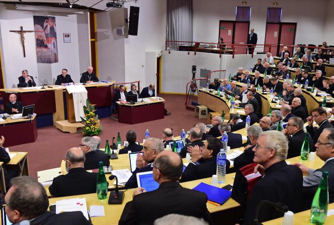 La Conférence des évêques de France, à Lourdes en novembre 2014.
