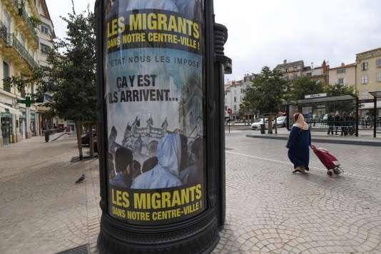 La nouvelle campagne d'affichage antimigrants de la mairie de Béziers, le 12 octobre 2016.