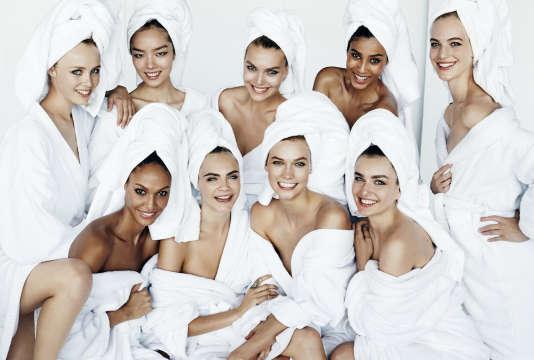 Mira Mira affiche des photos jamais publiées de la « Towel Series » du photographe, postée sur Instagram.