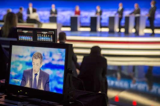 Bruno Le Maire, Alain Juppé, Nathalie Kosciusko-Morizet, Nicolas Sarkozy, Jean-François Copé, Frédéric Poisson et François Fillon lors du premier débat de la primaire de la droite, jeudi 13 octobre.