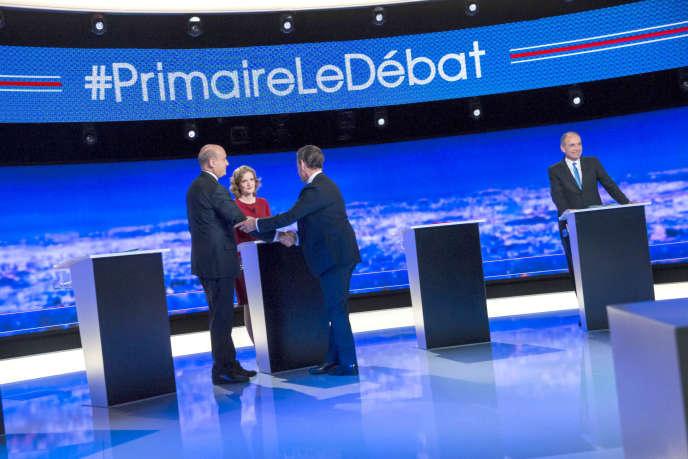 Nicolas Sarkozy salue Alain Juppé, lors du premier débat télévisé de la primaire de a droite, le 13 octobre.