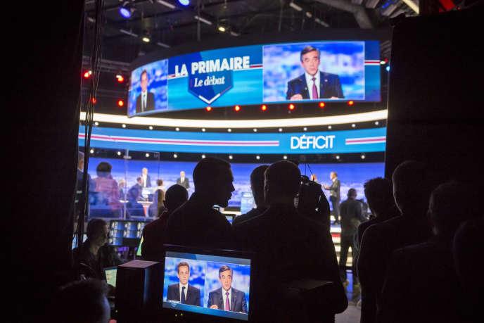 Sur le plateau du premier débat de la primaire de la droite et du centre, à Saint-Denis, jeudi 13 octobre 2016.