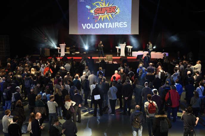 Mille bénévoles sont réunis au Pavillon Baltard, à Nogent-sur-Marne, le samedi 5 mars, pour commencer leur formation dans le cadre del'Euro 2016.