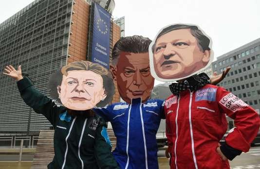 Marionnette de Viviane Reding (à gauche), Trade Karel et Jose Manuel Barosso, le 12 octobre à Bruxelles.