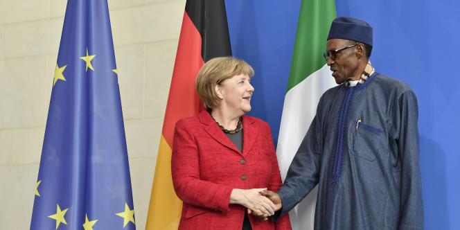 La chancelière allemande Angela Merkel avec le président nigérian Muhammadu Buharile 14 octobre 2016 à Berlin.