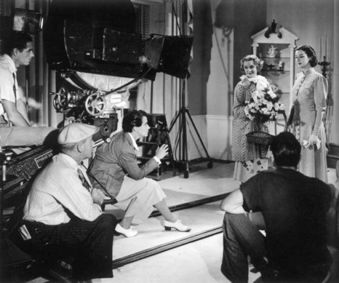 Dorothy Arzner sur le plateau deL'Obsession de Madame Craig(Craig's Wife - 1936)