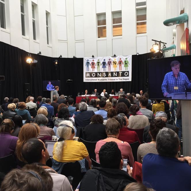 A La Haye, à quelques centaines de mètres de la Cour pénale internationale, la salle du tribunal Monsanto, samedi 15 octobre.