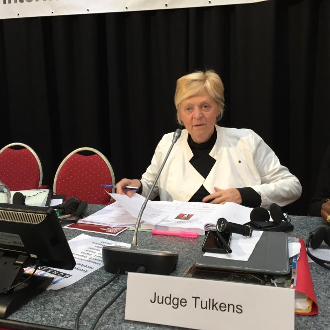 Au Tribunal Monsanto, à La Haye samedi 15 octobre, la juge belge Françoise Tulkens, préside les travaux du tribunal.