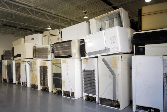 De vieux réfrigérateurs dans une usine de retraitement des déchets, en août 2009 dans le Michigan.