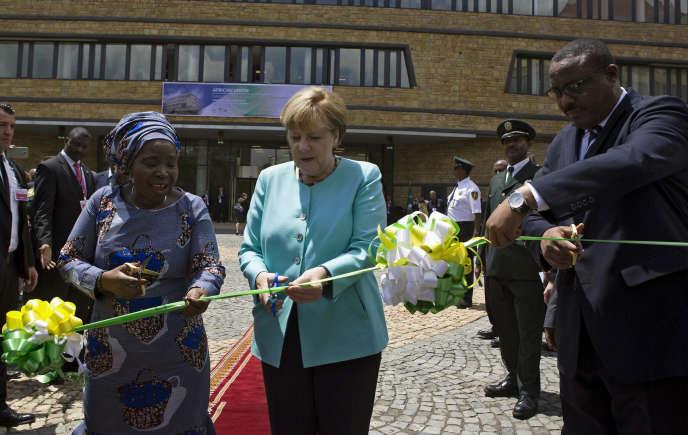 Angela Merkel inaugure le bâtiment du Conseil de paix et de sécurité de l'Union africaine, financé par l'Allemagne, à Addis-Abeba, le 11 octobre.