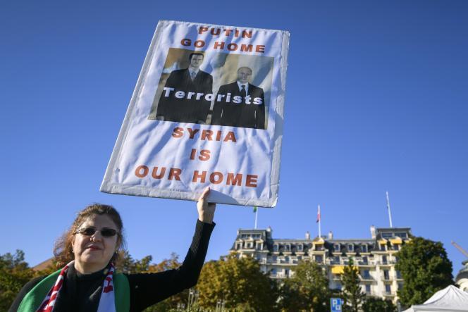 Une manifestante devant l'hôtel où se déroulait, à Lausanne (Suisse),une réunion internationale consacrée à la Syrie, avec la Russie, les Etats-Unis et les principaux pays de la région impliqués militairement dans le conflit, le dimanche 16 octobre.