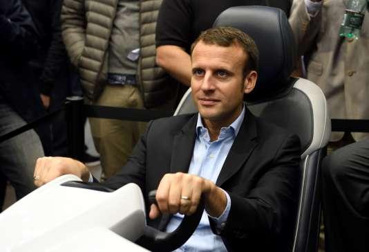 Emmanuel Macron au Paris Motor Show, porte de Versailles, le 15 octobre.