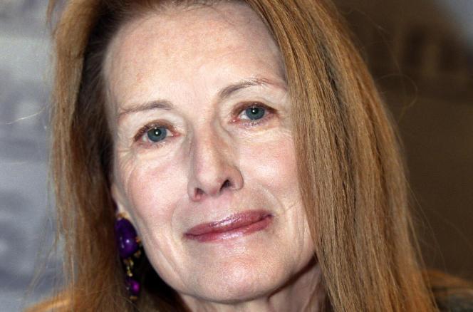 Portrait, pris le 17 mars 2001 à Paris, de l'écrivain français Annie Ernaux.