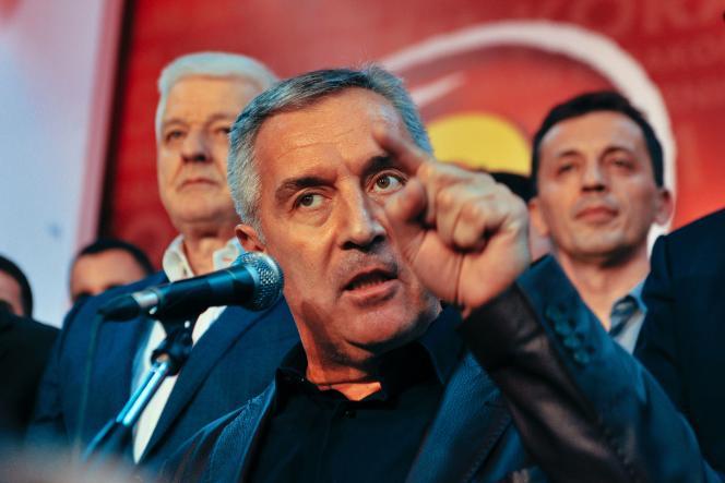 Le premier ministre Milo Djukanovic s'adresse à ses partisans, lundi àPodgorica.