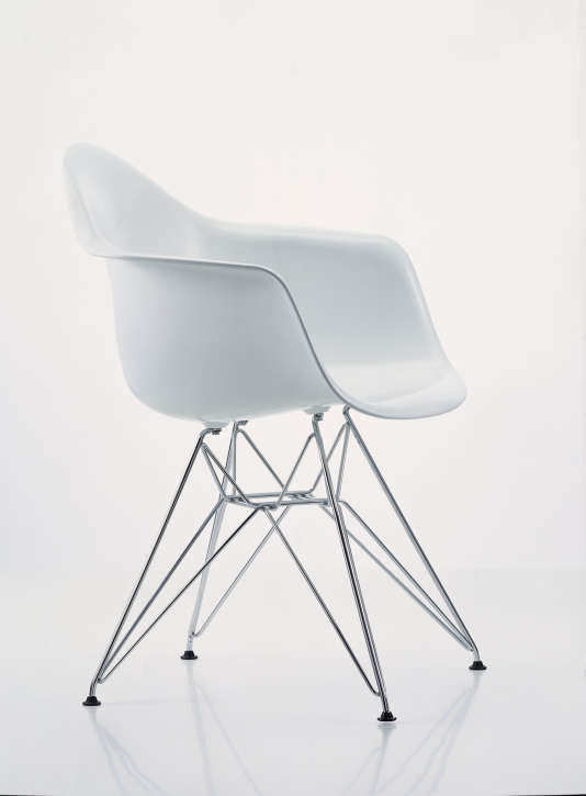 Fauteuil en plastique DAR signé Charles & Ray Eames, 1950.