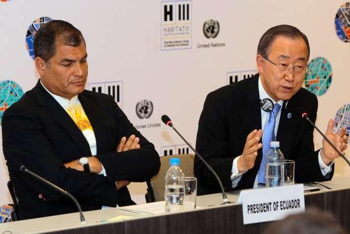 Le président de l'Equateur, Rafael Correa, et le secrétaire général de l'ONU, Ban Ki-moon, le 17 octobre, à la conférence Habitat III pour un développement urbain durable organisée à Quito jusqu'au 20 octobre.