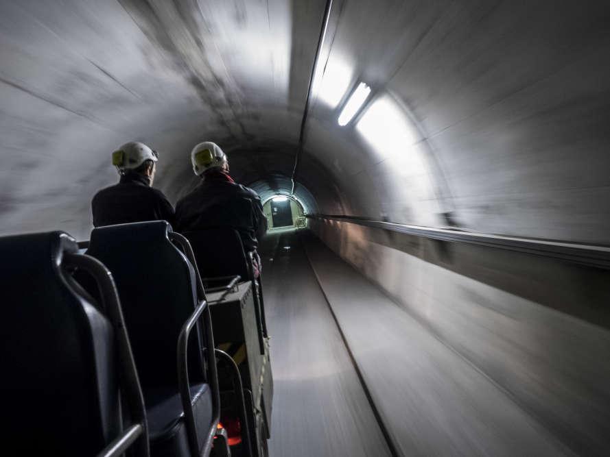Galerie principale du laboratoire souterrain à bas bruit de Rustrel dans le Vaucluse, initialement construit dans le cadre de la dissuasion nucléaire de 1971 à 1996.