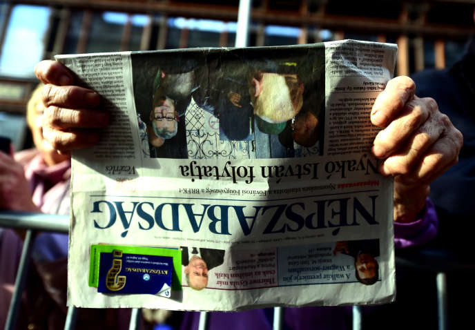 Un exemplaire du Nepszabadsag, le 16 octobre.
