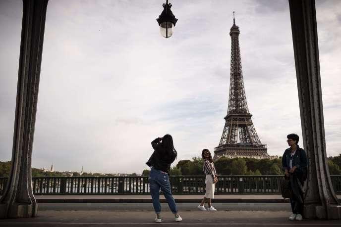 A Paris, sur le pont Bir-Hakeim, le 30 septembre.