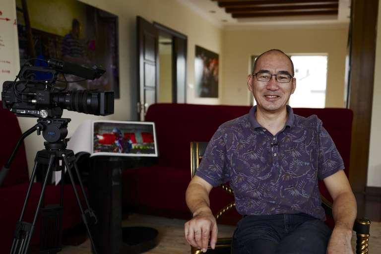 Li Dong dans son studio de Canton.